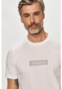 Biały t-shirt Calvin Klein Performance z nadrukiem, casualowy, na co dzień