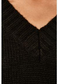Czarny sweter Glamorous z okrągłym kołnierzem