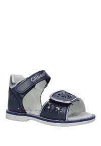 Niebieskie sandały Casu w ażurowe wzory, na rzepy