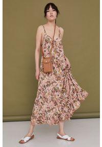 medicine - Medicine - Sukienka Tropical Chaos. Kolor: beżowy. Długość rękawa: na ramiączkach. Typ sukienki: rozkloszowane