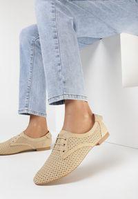 Born2be - Beżowe Półbuty Evimisia. Nosek buta: okrągły. Kolor: beżowy. Materiał: nubuk, skóra ekologiczna, syntetyk. Szerokość cholewki: normalna. Wzór: ażurowy, aplikacja. Obcas: na obcasie