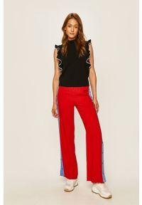 Czerwone spodnie materiałowe Karl Lagerfeld z aplikacjami