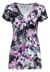 Shirt bonprix czarny w kwiaty. Kolor: czarny. Wzór: kwiaty