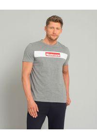 MONCLER - Szary t-shirt z logo. Okazja: na co dzień. Kolor: szary. Materiał: jeans, materiał, bawełna. Styl: casual, klasyczny