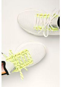 Białe buty sportowe Steve Madden na średnim obcasie, na sznurówki