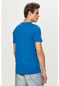 Niebieski t-shirt columbia na co dzień, casualowy, gładki