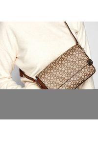 Torebka DKNY - Bryant Md Flap Cbody R82EJ467 Chino/Crml NHJ. Kolor: brązowy. Materiał: skórzane