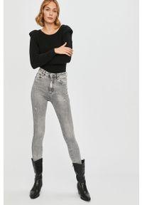 Szare jeansy Answear Lab wakacyjne