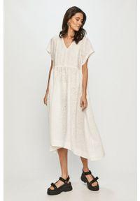 Levi's® - Levi's - Sukienka. Okazja: na spotkanie biznesowe. Kolor: biały. Materiał: tkanina. Wzór: gładki. Typ sukienki: rozkloszowane. Styl: biznesowy