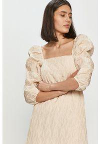 Samsoe & Samsoe - Samsoe Samsoe - Sukienka. Kolor: beżowy. Materiał: tkanina. Wzór: gładki