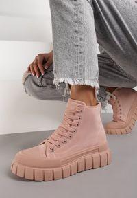 Renee - Różowe Trampki Trifenie. Wysokość cholewki: przed kolano. Nosek buta: okrągły. Zapięcie: sznurówki. Kolor: różowy. Materiał: jeans. Szerokość cholewki: normalna