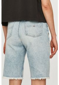 Tommy Jeans - Szorty jeansowe. Okazja: na co dzień. Stan: podwyższony. Kolor: niebieski. Materiał: tkanina, bawełna. Wzór: gładki. Styl: casual