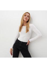 Mohito - Bawełniana bluzka basic - Biały. Kolor: biały. Materiał: bawełna