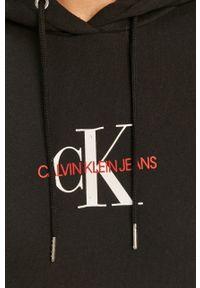 Czarna sukienka Calvin Klein Jeans z kapturem, casualowa, z nadrukiem