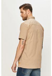 CATerpillar - Caterpillar - Koszula. Okazja: na co dzień. Typ kołnierza: kołnierzyk klasyczny. Kolor: beżowy. Materiał: tkanina. Długość rękawa: krótki rękaw. Długość: krótkie. Wzór: gładki. Styl: klasyczny, casual