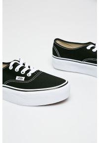 Vans - Tenisówki. Nosek buta: okrągły. Zapięcie: sznurówki. Kolor: czarny. Materiał: guma. Obcas: na platformie