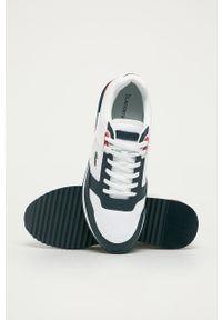 Białe sneakersy Lacoste na sznurówki, z cholewką