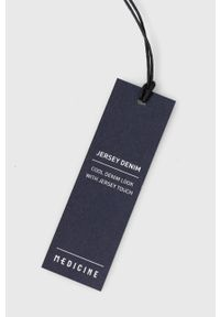 medicine - Medicine - Szorty jeansowe Basic. Okazja: na co dzień. Kolor: niebieski. Materiał: jeans. Styl: casual