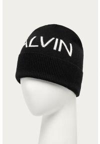Czarna czapka Calvin Klein Jeans z nadrukiem