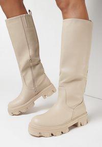 Born2be - Beżowe Kozaki Dida. Wysokość cholewki: przed kolano. Nosek buta: okrągły. Zapięcie: bez zapięcia. Kolor: beżowy. Szerokość cholewki: normalna. Wzór: jednolity