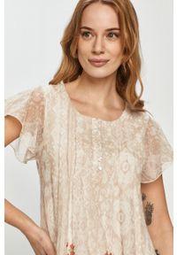 Biała bluzka Desigual z aplikacjami, krótka, na co dzień, casualowa