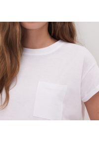 Biały t-shirt Sinsay