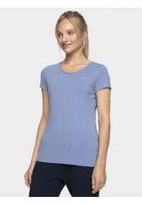 4f - T-shirt damski. Kolor: fioletowy. Materiał: elastan, dzianina, materiał, bawełna. Długość rękawa: krótki rękaw. Długość: krótkie. Sport: bieganie, wspinaczka, kolarstwo, fitness, turystyka piesza