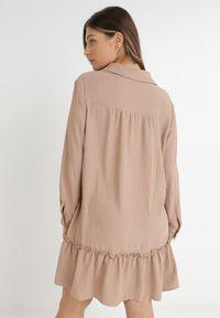 Born2be - Ciemnobeżowa Sukienka Apios. Kolor: beżowy. Materiał: tkanina. Długość rękawa: długi rękaw. Typ sukienki: koszulowe. Długość: mini
