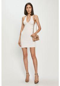 Biała sukienka Guess na ramiączkach, mini, prosta