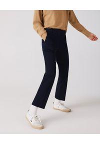 Lacoste - LACOSTE - Granatowe cygaretki w kant. Okazja: na co dzień. Stan: podwyższony. Kolor: niebieski. Materiał: bawełna, kaszmir. Wzór: haft. Styl: casual