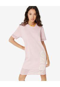 Kenzo - KENZO - Różowa sukienka z logo. Kolor: różowy, wielokolorowy, fioletowy. Materiał: materiał. Typ sukienki: sportowe. Styl: sportowy, klasyczny