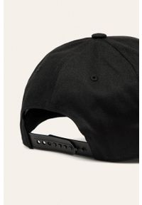 Czarna czapka z daszkiem Reebok z aplikacjami