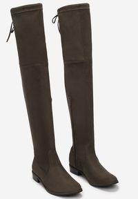 Born2be - Oliwkowe Kozaki Lady In Grey. Wysokość cholewki: za kolano. Zapięcie: zamek. Kolor: zielony, brązowy. Szerokość cholewki: normalna. Wzór: gładki. Obcas: na obcasie. Styl: klasyczny. Wysokość obcasa: niski