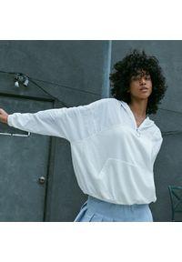 Reserved - Dzianinowa bluza - Kremowy. Kolor: kremowy. Materiał: dzianina