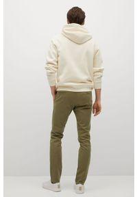 Mango Man - Spodnie BARNA. Kolor: brązowy, wielokolorowy, złoty. Materiał: elastan, tkanina, materiał, bawełna. Wzór: gładki #5