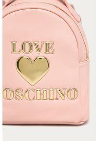 Różowy plecak Love Moschino z aplikacjami
