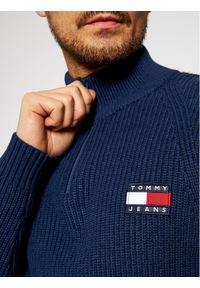 Tommy Jeans Sweter Tjm Badge DM0DM08809 Granatowy Regular Fit. Kolor: niebieski