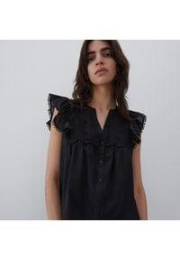 Reserved - Bluzka z ażurową ozdobą - Czarny. Kolor: czarny. Wzór: aplikacja, ażurowy