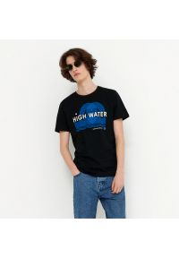House - T-shirt z nadrukiem High Water - Czarny. Kolor: czarny. Wzór: nadruk