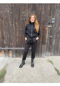 Czarne spodnie dresowe Aeronautica Militare. Kolor: czarny. Materiał: dresówka