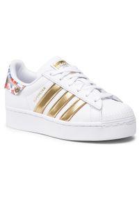 Adidas - Buty adidas - Superstar Bold W FY3653 Ftwwht/Ftwwht/Supcol. Zapięcie: sznurówki. Kolor: biały. Materiał: skóra. Szerokość cholewki: normalna. Wzór: kolorowy, kwiaty. Obcas: na platformie. Model: Adidas Superstar