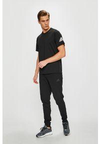 Czarny t-shirt adidas Performance na co dzień, z okrągłym kołnierzem, casualowy