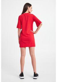 Emporio Armani Swimwear - SUKIENKA EMPORIO ARMANI SWIMWEAR. Materiał: bawełna. Długość rękawa: krótki rękaw. Wzór: napisy. Typ sukienki: proste. Długość: mini