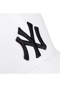 Biała czapka z daszkiem New Era