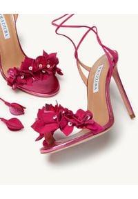 AQUAZZURA - Sandały na szpilce Bougainvillea. Zapięcie: pasek. Kolor: różowy, fioletowy, wielokolorowy. Wzór: kwiaty. Obcas: na szpilce