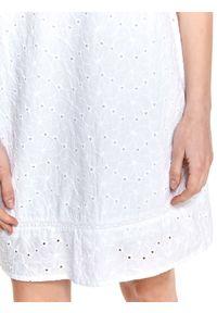 TOP SECRET - Biała sukienka o luźnym kroju z falbanką. Okazja: do pracy, na imprezę. Kolor: biały. Materiał: tkanina, bawełna. Długość rękawa: krótki rękaw. Sezon: lato. Styl: elegancki