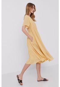 Samsoe & Samsoe - Samsoe Samsoe - Sukienka. Kolor: żółty. Materiał: poliester. Długość rękawa: krótki rękaw. Typ sukienki: plisowane #4