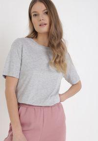 Born2be - Jasnoszary T-shirt Keatris. Kolor: szary