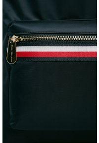 Niebieski plecak TOMMY HILFIGER z aplikacjami