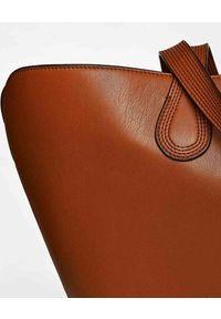 NANUSHKA - Brązowa torba Juno. Kolor: brązowy. Wzór: gładki, paski. Styl: retro, elegancki, casual. Rodzaj torebki: na ramię